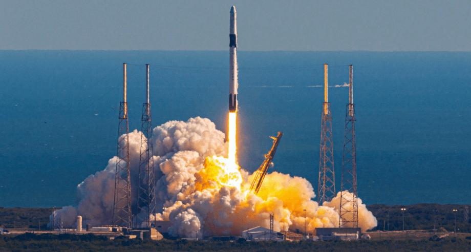 SpaceX lança satélite de telecomunicações de serviço duplo e dobra a reutilização de foguetes